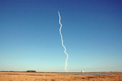 This was just too cool for words. They scrubbed the planned launch a day earlier, so I decided to return to Merritt Island NWR for more birdwatching. Little did I know that NASA had other plans. This is the Atlas launch from 39b complex, 11 March 2005.