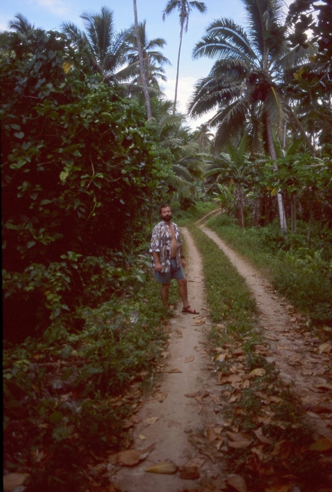 On the way to Taungaroro Beach, Atiu, Cook Islands, November 2000. © Andrew A Bryant